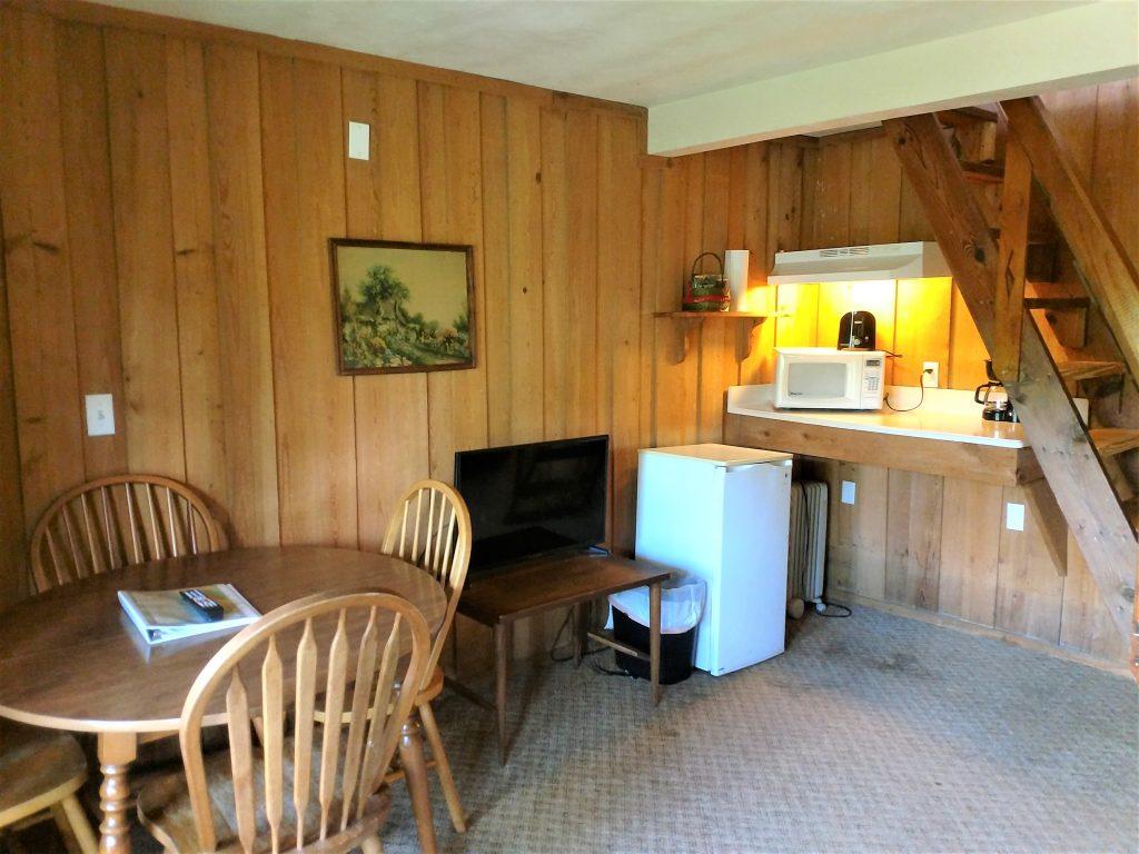 Table, TV & Kitchenette in River Room